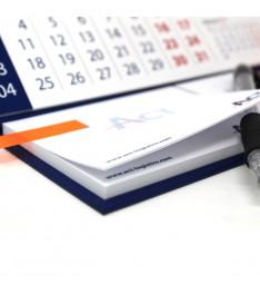 post it su calendario da tavolo