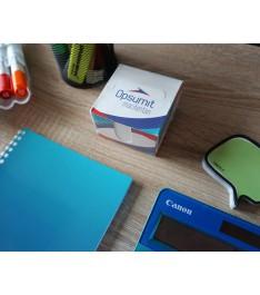 dispenser con cubo post-it personalizzato su scrivania