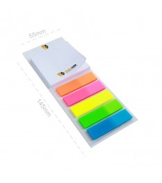 Memo Cardboard personalizzato con bioadesivo sul retro per essere posizionato su desktop o superfici lisce.
