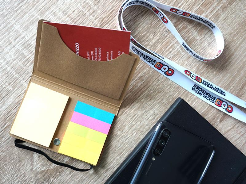 porta biglietti da visita personalizzabile con post it