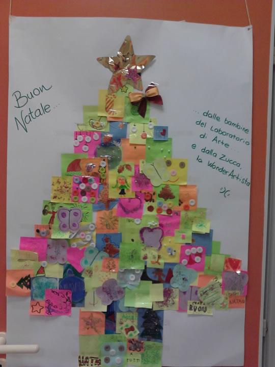 Disegno Albero Natale fatto dai bambini con i post it