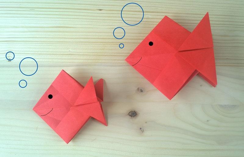 Pesciolini rossi creati con l'origami